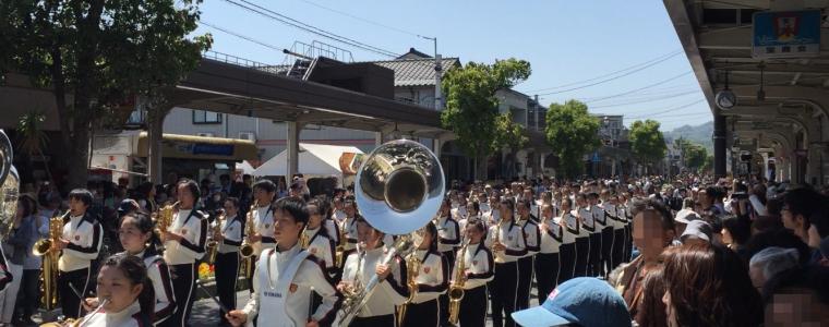 20160504 大阪桐蔭高等学校 吹奏楽部(160名)が水木しげるロードにて演奏パレード(動画あり)